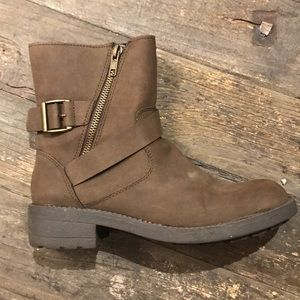 BRASH boot with buckle